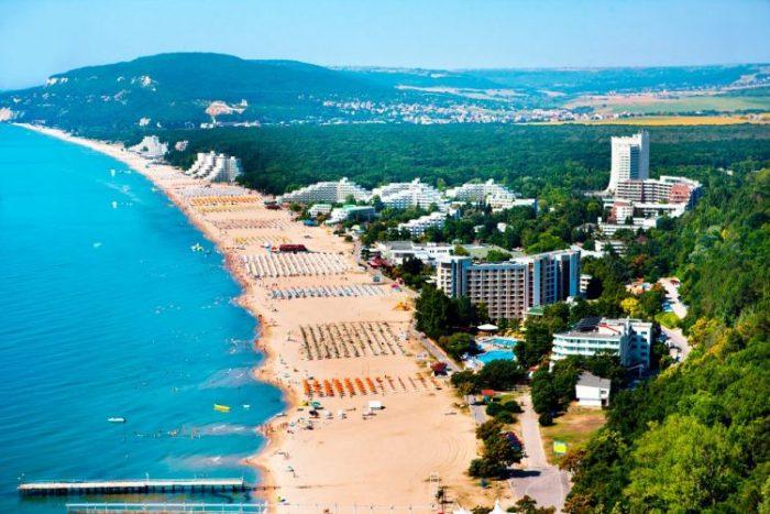 Когда лучше отдыхать в Болгарии и где
