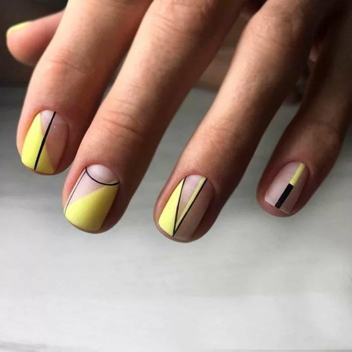 Дизайн коротких ногтей на Новый год 2021